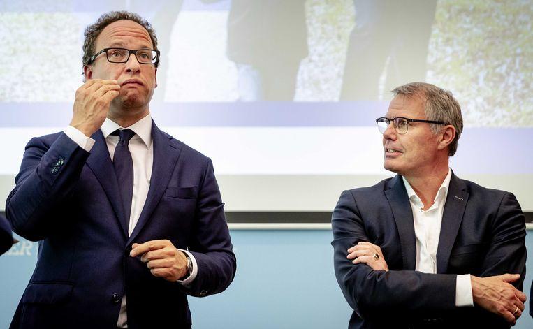 Minister Koolmees van Sociale Zaken en Werkgelegenheid en FNV-voorzitter Han Busker tijdens de presentatie van de vernieuwing van het pensioenstelsel, 5 juni 2019. Beeld ANP
