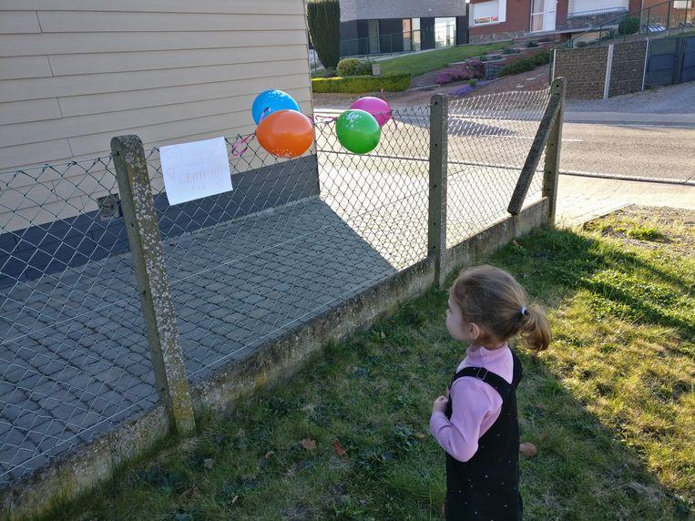 De buren wensten Leah (3) een gelukkige verjaardag.