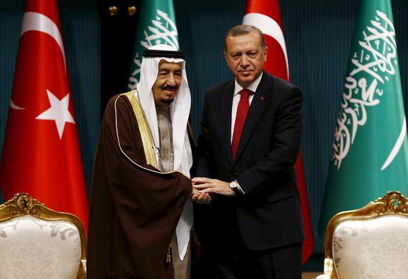 De Turkse president Erdogan (rechts) en de Saoedische koning Salman in 2016.