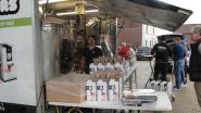 Mobiele fruitpers opnieuw succes: honderden liters fruit geperst