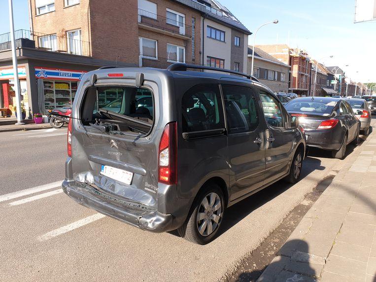 Het ongeval op de Brusselsesteenweg in Ninove veroorzaakte heel wat schade.