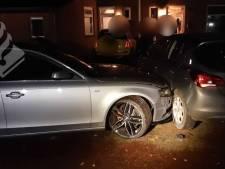 Beschonken automobilist slaat op de vlucht voor politie in Geldrop en beschadigt auto's en huizen
