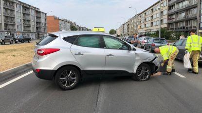 Wagen over de kop in Deurne:  26-jarige bestuurster uit wrak bevrijd
