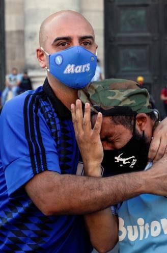 """Buenos Aires en Napoli in tranen geplengd bij afscheid van hún voetbalicoon: """"Diego was een superheld"""""""
