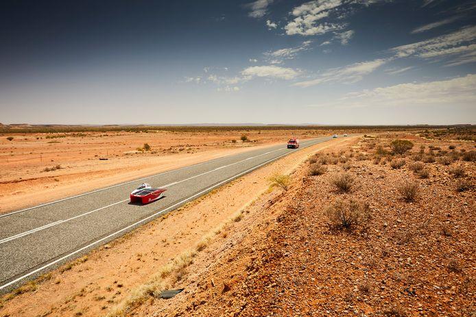 Zonneauto RED E in de Australische outback.