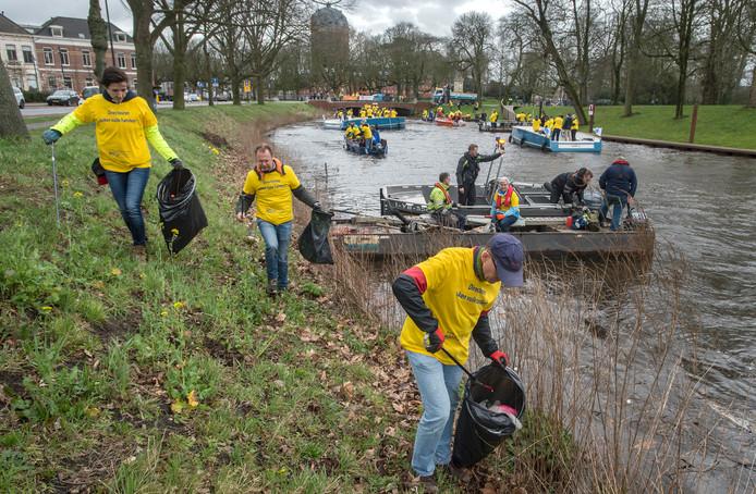 Betrokken ondernemers breda doen mee aan NL doet en gaan aan de slag om de singels schoon te maken.