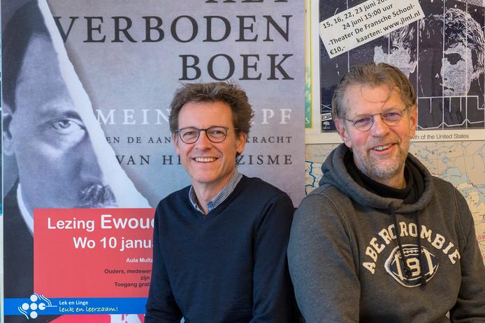 Bevlogen docenten Marco Baars (r) en collega Eric van der Donk (l) organiseerden eerder op Lek en Linge gratis een toegankelijke lezing  over het Midden-Oosten.
