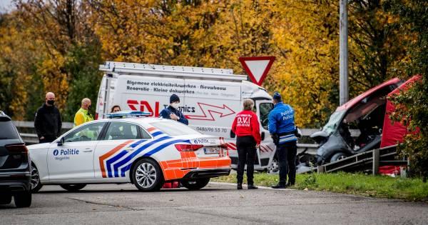 Drie doden na ongeval met spookrijder op E19 in België, bestuurder vluchtte voor politie.