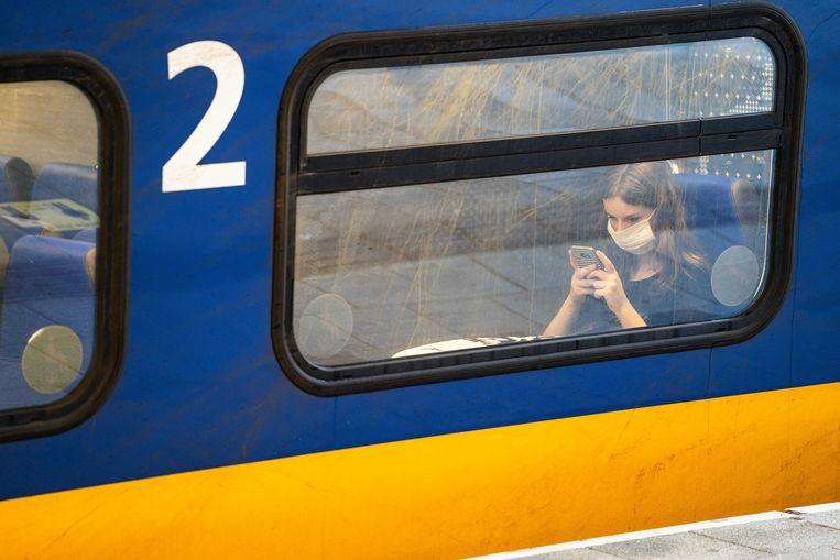 Het openbaar vervoer is er vanaf 1 juli ook weer voor niet-noodzakelijke reizen. Beeld ANP