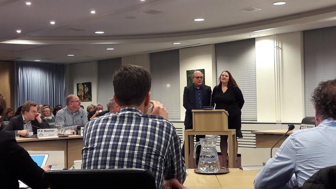 René de Jager en Anky Straathof legden hun zorgen over arbeidsmigranten voor aan de Aalburgse raadsleden.