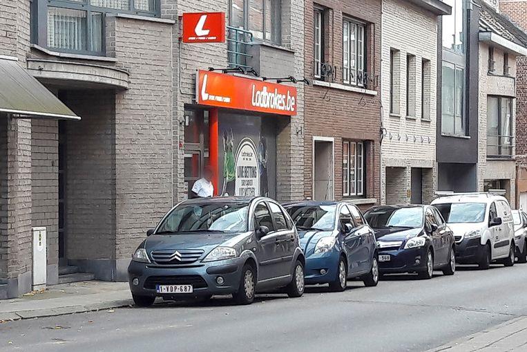 Buurt klaagt over bezoekers van Ladbrokers in Diegem.