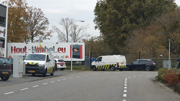 Busjes van de douane bij het bedrijf in Goor