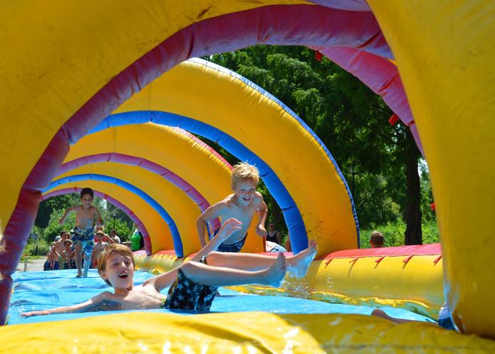 Spelen in water is voor de meeste kinderen het belangrijkste tijdens de vakantie.