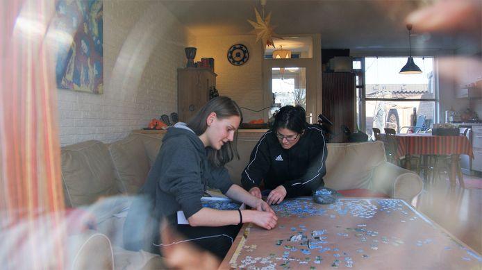 Karlijn en Cindy uit Helmond hebben de puzzel weer van zolder gehaald.