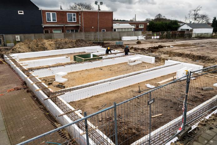 In de bouw wordt veel beton gebruikt, bijvoorbeeld voor de fundering van woningen, zoals hier in Hoogerheide