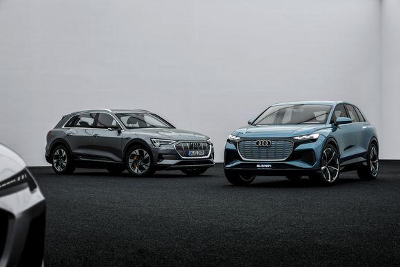 De Audi e-tron (links) en Q4 e-tron Concept naast elkaar.