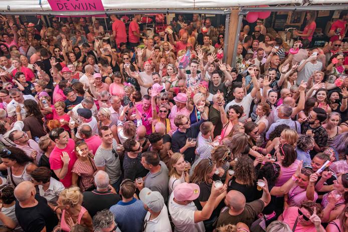 Het feest in de Stadhuisstraat was als vanouds erg druk bezocht.