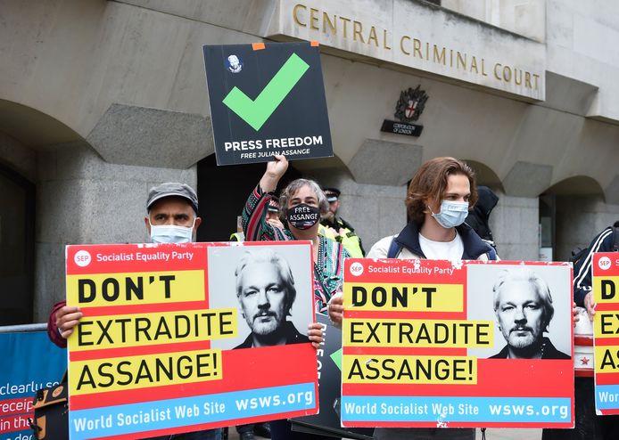 Protest aan de rechtbank in Londen in verband met de uitleveringszaak rond Julian Assange.