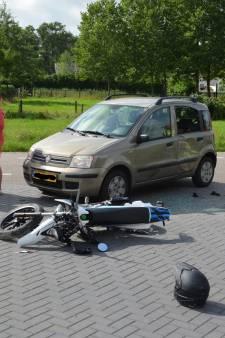 Brommerrijder en automobilist gewond na botsing in Ederveen