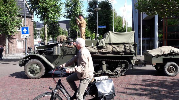 Onderweg naar de Markt in Uden voorbij het gemeentehuis.