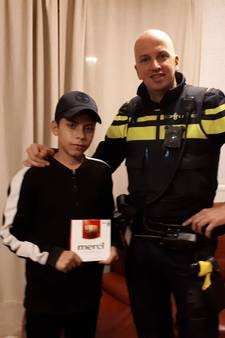 Politie bedankt Mountaser (14) voor afgeven gevonden iPhone