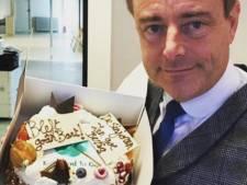 Bart De Wever krijgt taart cadeau voor Internationale Dag Tegen Voedselverspilling