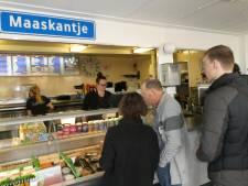 Topdrukte op laatste dag New Kids-frietkeet in Maaskantje