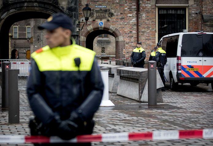 Archiefbeeld ter illustratie: De politie is op 8 februari 2019 masaal uitgerukt omdat een man een terroristische aanslag wilde plegen op het Binnenhof.