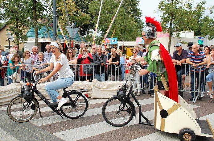 De altijd drukbezochte Solexrace tijdens de Middelbeerse kermis heeft al veertig jaar carnavaleske trekjes. Dit jaar is er geen editie vanwege het coronavirus