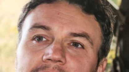 Vader (39) maakt dodelijke val tijdens klim op Corsica: verongelukt op berg terwijl gezin in zwembad speelde
