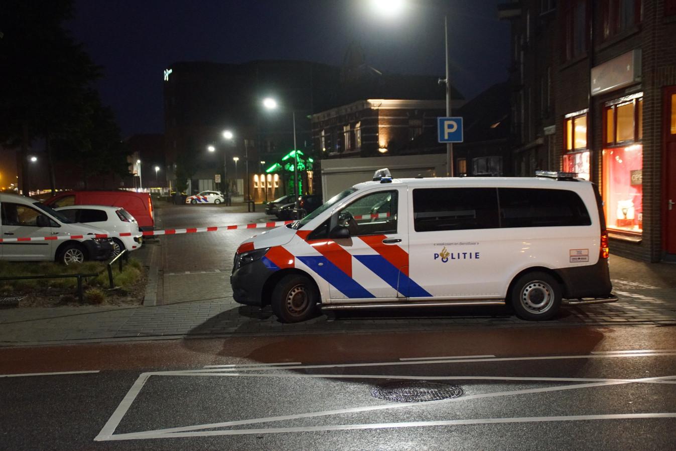 De politie doet onderzoek op de plek van de steekpartij in Winterswijk.