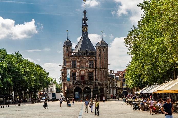 Hoe tevreden bent u over uw woning? Hoe veilig voelt u zich in Deventer? Zomaar wat vragen die inwoners de komende tijd kunnen verwachten in een groot bewonersonderzoek.
