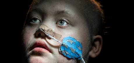 Flynn (14) kreeg leukemie en haar vader legde alles vast: 'Van eerste ampul tot laatste zoutoplossing'