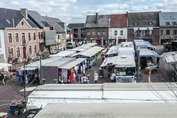 Archiefbeeld van de wekelijkse markt op het Marktplein.