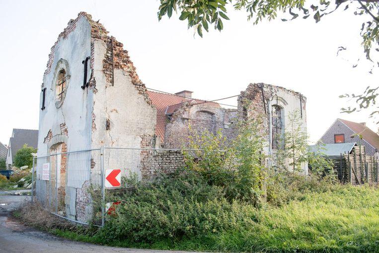 De kapel Onze-Lieve-Vrouw van Bijstand in de Leliestraat is niet meer dan een ruïne.
