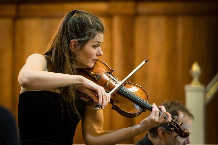 Janine Jansen tijdens de Derde vioolsonate van Brahms. Beeld Majanka Fotografie