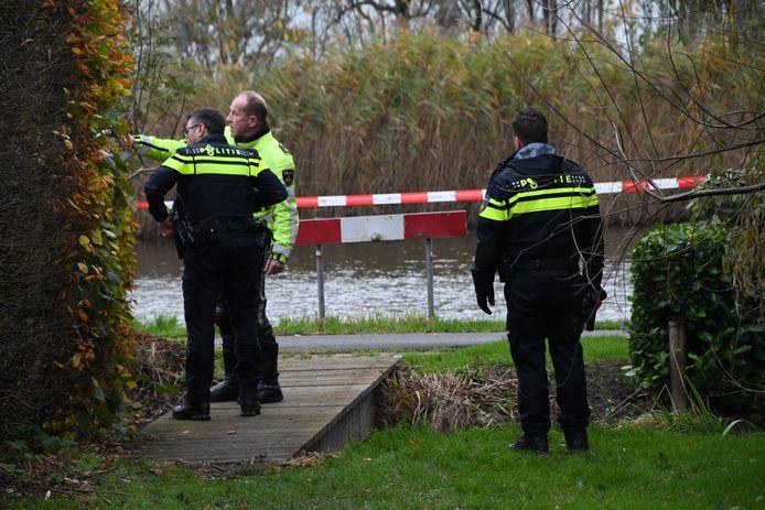 De politie heeft de omgeving afgesloten en doet onderzoek.