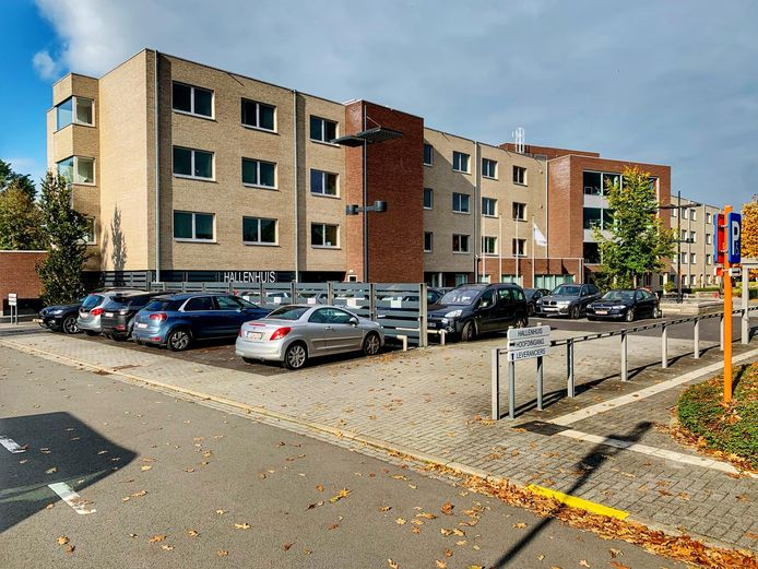 In WZC Hallenhuis hebben twee bewoners Covid-19.