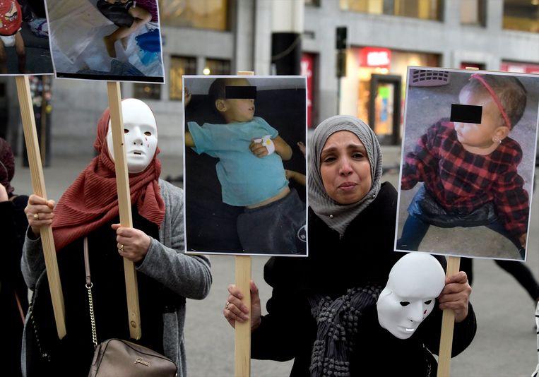 Familieleden demonstreerden begin april nabij Brussel-Centraal voor de repatriëring van Belgische IS-weduwes en hun kinderen.