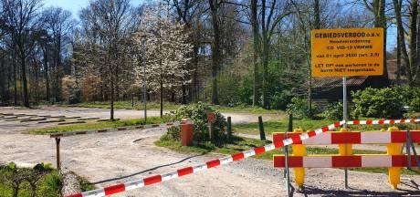 Parkeerterreinen in bossen bij Oosterhout afgesloten
