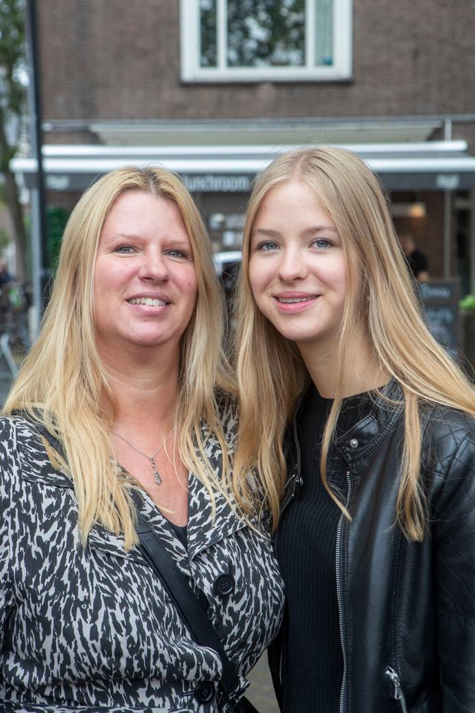 Laura Zuuring met dochter Kim