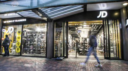 Winkelmanager JD Sports deelt personeel op in 'blanken, makakken en Arabieren': al vier filialen van keten bestormd en geplunderd