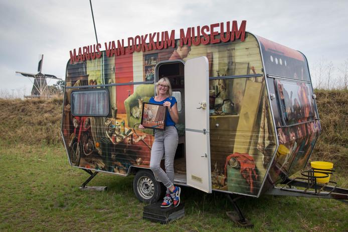 Vergissen is niet mogelijk: het is absoluut helder welke gepimpte caravan op de Stadscamping Harderwijk de naam Marius heeft meegekregen. Pimpster Martine Hernandez vindt hem alleen nog niet helemaal af.