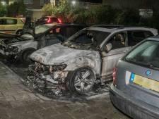 Twee auto's door brand verwoest in Arnhem-Zuid