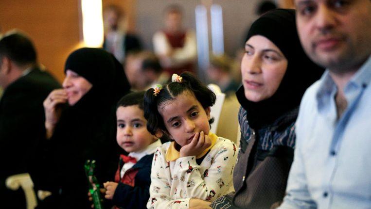 Vluchtelingen uit Syrië begin juni in Ankara bij de lancering van een onderwijsproject voor migranten, medegefinancierd door de EU. Beeld ap