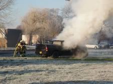 Automobilist haalt garage in Hasselt net niet, auto vliegt in brand