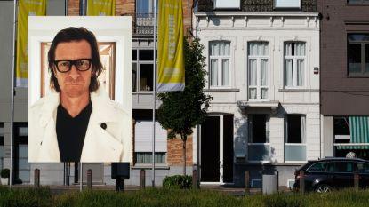 """Kijk binnen in het Kortrijkse huis van Ozark Henry, dat voor 399.000 euro het jouwe kan zijn: """"Helemaal zelf verbouwd naar mijn eigen goesting"""""""