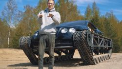 Rus transformeert Bentley in rupsvoertuig