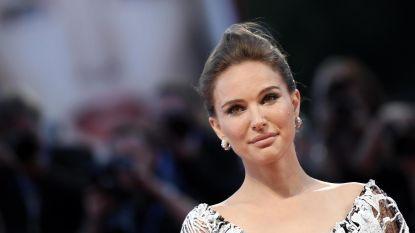 Natalie Portman toont haar prachtig, halfnaakt en hoogzwanger lichaam