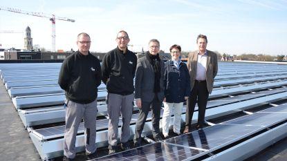 450 zonnepanelen op dak sporthal